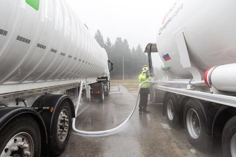 Polnjenje tovornega vozila