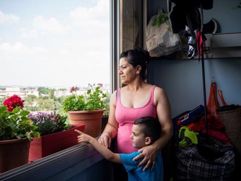 Famille sur son balcon